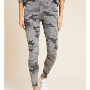 NWT Sundry Camo Leggings